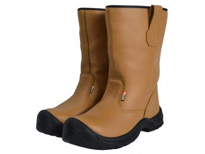midsole and padded ankle support. Tan fur lined rigger boot with steel toecap